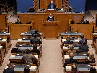 Лидер реформистов Кайя Каллас выступает перед эстонским парламентом в Таллине