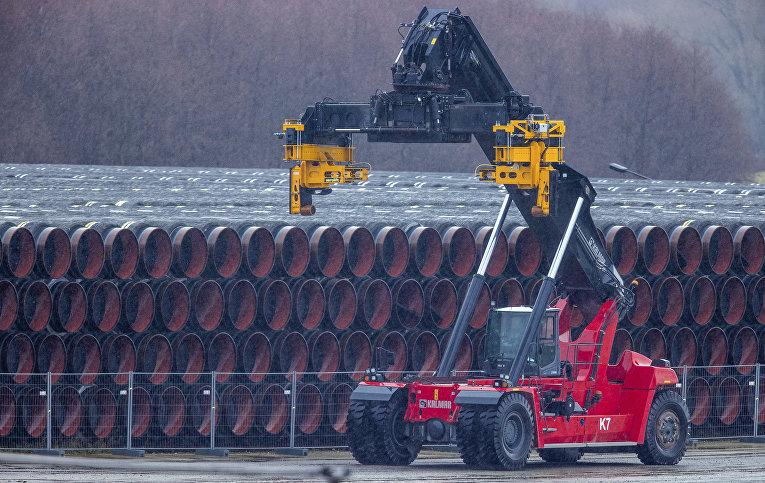 6января 2021. Трубы для «Северного потока— 2» впорту Мукран наострове Рюген, Германия