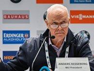 Глава Международного союза биатлонистов (IBU) Андерс Бессеберг во время пресс-конференции по итогам заседания исполкома IBU