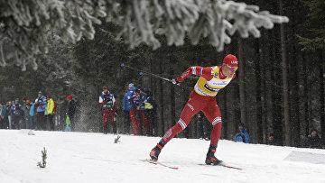 Александр Большунов на лыжне