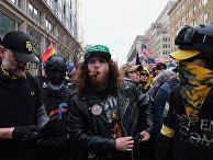Члены движения Proud Boys участвуют в протестной акции Stop the Steal в Вашингтоне против результатов выборов президента США