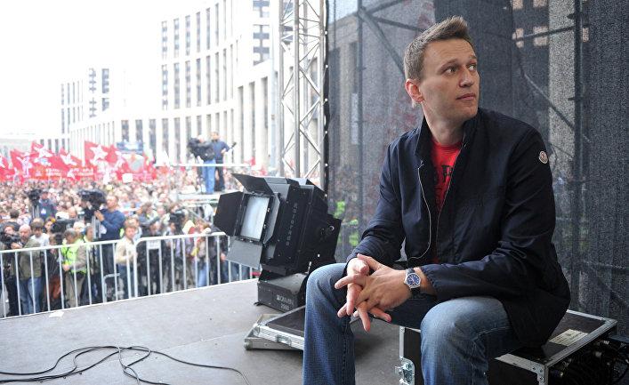 """2012. Алексей Навальный на акции """"Марш миллионов"""" на проспекте Академика Сахарова в Москве"""