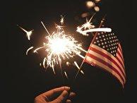 Флаг США и бенгальский огнь