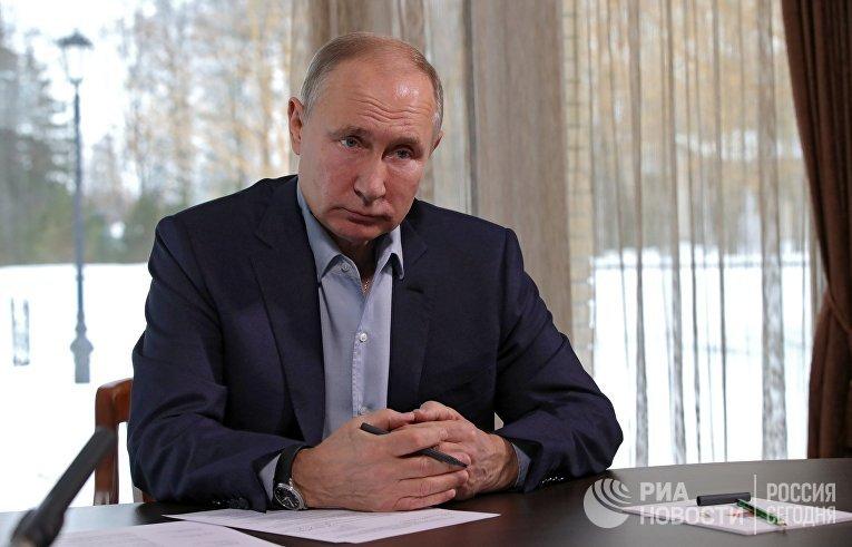 Президент РФ В. Путин провел встречу с учащимися вузов по случаю Дня российского студенчества