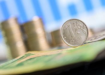 Монета номиналом один рубль