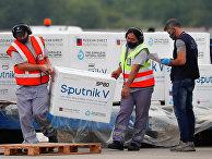 Партия вакцины Sputnik V в международном аэропорту в Буэнос-Айресе, Аргентина