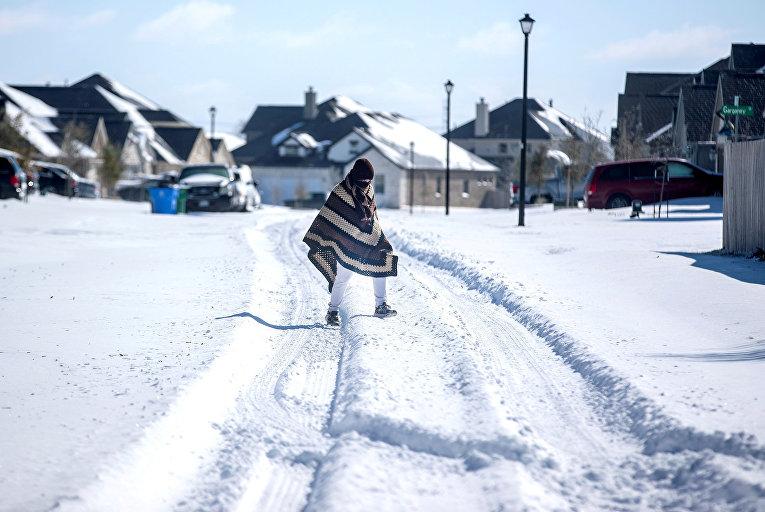 Последствия снегопада в Пфлагервилле, Техас