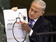 Премьер-министр Израиля Биньямин Нетаньяху демонстрирует схему атомной бомбы
