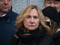 Вдова Юрия Лужкова Елена Батурина во время церемонии открытия мемориальной доски бывшему мэру Москвы