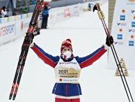 Александр Большунов (Россия), завоевавший золотую медаль в скиатлоне на ЧМ- 2021