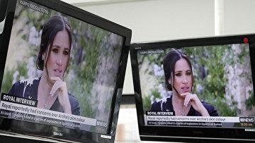 Интервью принца Гарри и Меган, герцогини Сассекской на экранах телевизоров