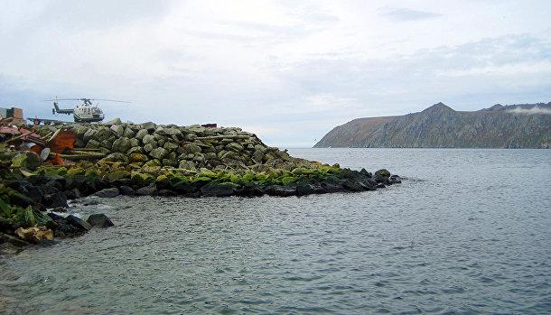 Вид на остров Большой Диомид с берега острова Малый Диомид