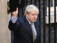 Премьер-министр Борис Джонсон после выступления на Даунинг-стрит в Лондоне