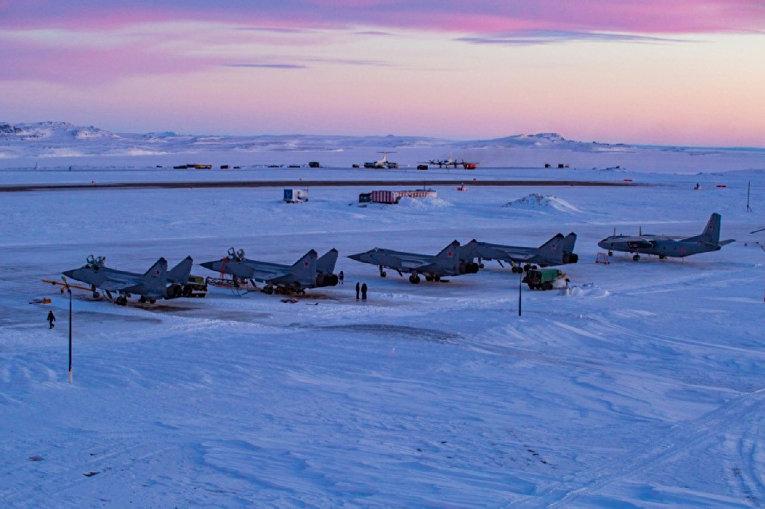 Российские истребители-перехватчики МиГ-31 на острове Южный