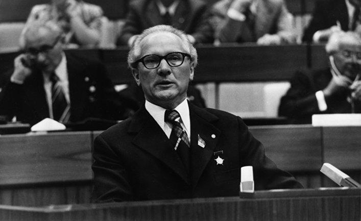 IX съезд Социалистической Единой Партии Германии. 18-22 мая 1976 года. Выступает первый секретарь Центрального комитета СЕПГ Эрих Хонеккер