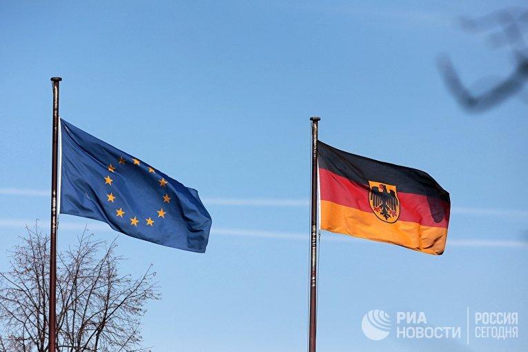 Флаги на территории посольства Германии в Москве