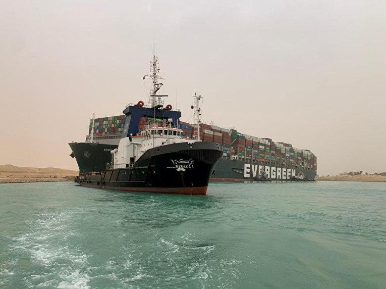 Контейнеровоз Ever Given, застрявший в Суэцком канале, Египет