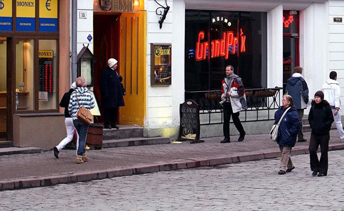 Прохожие в Таллине, Эстония