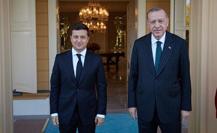 Президент Украины Владимир Зеленской и президент Турции Реджеп Тайип Эрдоган во время встречи в Стамбуле