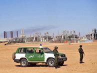 Алжирские военные на газовом заводе в Айн-Аменасе