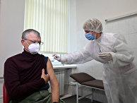 Вакцинация вакциной Covishield в Киеве, Украина