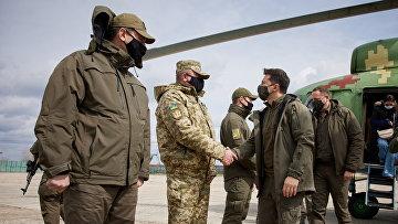 Президент Украины Владимир Зеленский во время его рабочей поездки в Донбасс