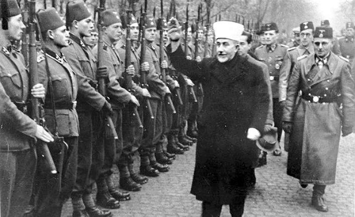 Ноябрь 1943 года. Амин аль-Хусейни приветствует боснийских мусульман-добровольцев
