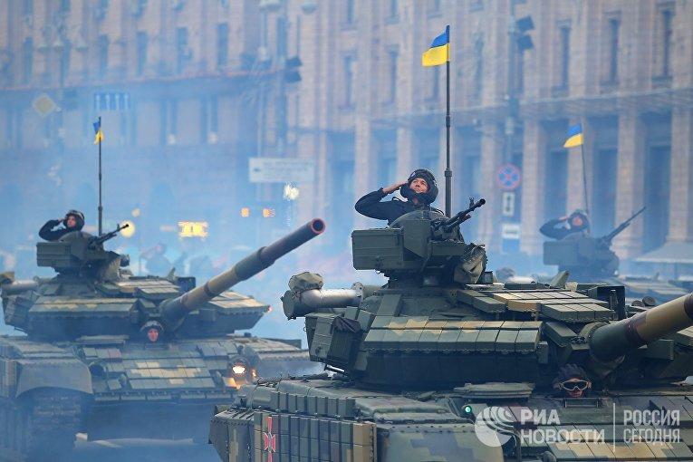 Танки Т-72 на репетиции военного парада в честь 27-ой годовщины Независимости Украины в центре Киева
