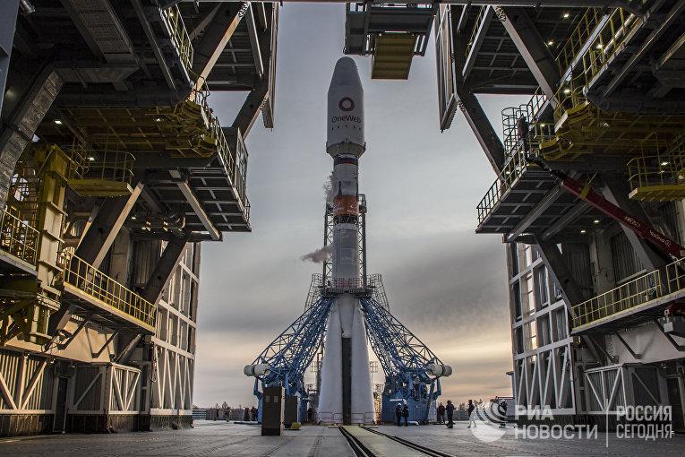 """Пуск ракеты """"Союз-2"""" с 36 британскими спутниками связи с космодрома Восточный"""