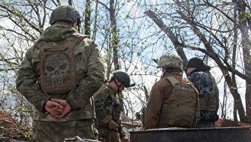 Украинские военнослужащие на линии разделения недалеко от Донецка, Восточная Украина