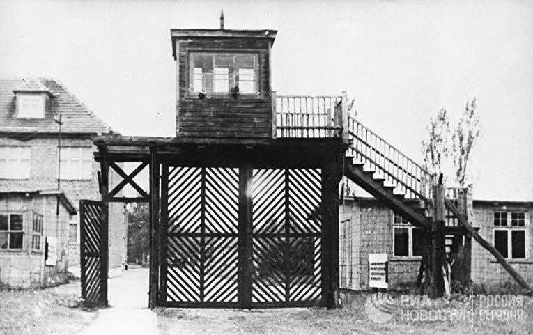 Вход на территорию бывшего концентрационного лагеря Штуттгоф