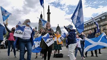 Сторонники независимости Шотландии во время митинга в Глазго