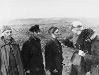 11 августа 1942. Норвежский офицер допрашивает советских военнопленных