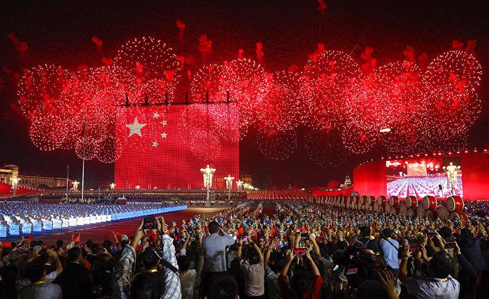 Фейерверк в честь 70-летия основания Китайской Народной Республики