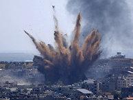 Дым после израильских авиаударов в городе Газа