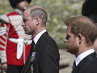 Британский принц Уильям и принц Гарри во время похорон принца Филиппа в Виндзорском замке