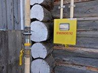 Газовая труба, подключенная к жилому дому в селе, Россия