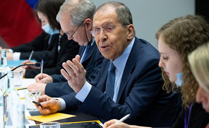 Глава МИД России Сергей Лавров на встрече в Рейкьявике, Исландия