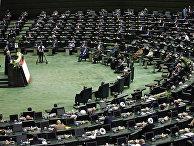 Президент Ирана Хасан Рухани выступает в парламенте в Тегеране