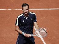 Российский спортсмен Даниил Медведев во время матча в рамках Открытого чемпионата Франции по теннису