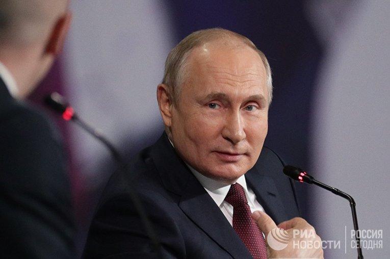 Президент РФ В. Путин принял участие в пленарном заседании ПМЭФ-2021