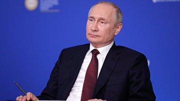 Президент РФ В. Путин во время встречи в режиме видеоконференции с руководителями ведущих мировых информационных агентств