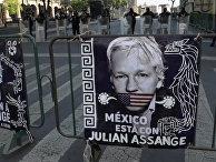 Exigen liberación de Julian Assange frente a Palacio Nacional