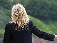 """Первая леди США Джилл Байден в куртке со словом """"Любовь"""""""