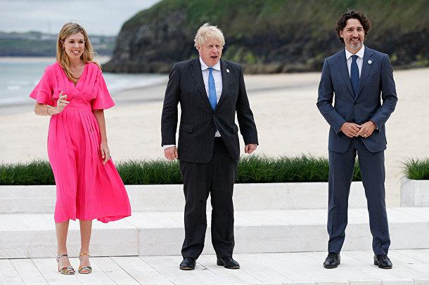 Премьер-министр Великобритании Борис Джонсон, его супруга Кэрри Джонсон и премьер-министр Канады Джастин Трюдо