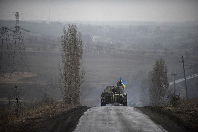 Танк украинской армии на окраине Донецка, 4 марта 2015 года