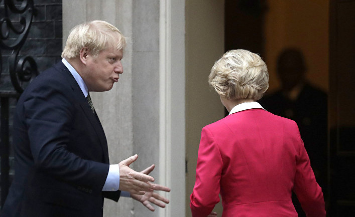 Премьер-министр Великобритании Борис Джонсон и председатель Европейской комиссии Урсула фон дер Ляйен во время встречи в в Лондоне