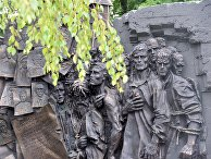 Открытие мемориала жертвам немецкого пересыльного лагеря в Вязьме