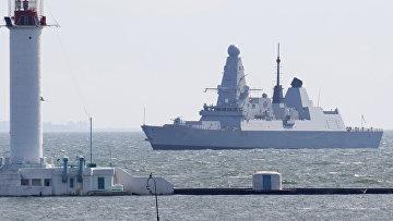 Британский эсминец Defender в порту Одессы, Украина