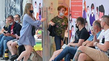 Очереди на вакцинацию от коронавируса в Санкт-Петербурге